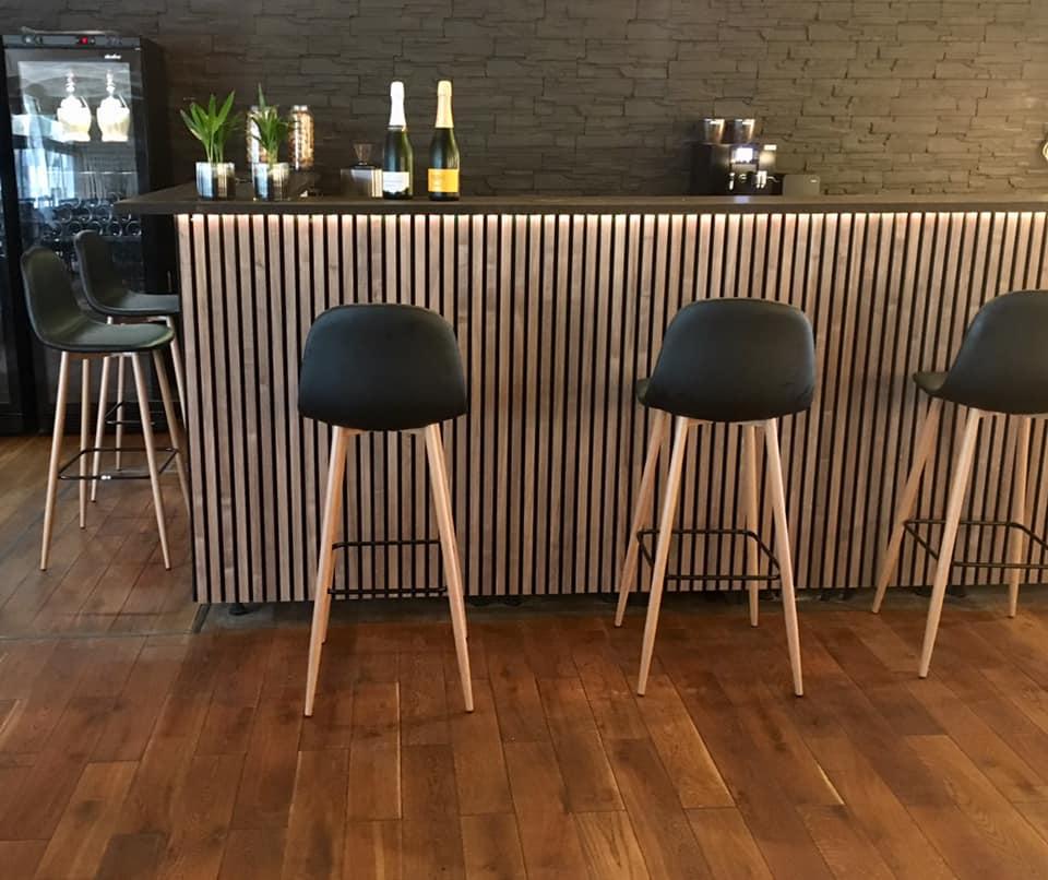 Bar 8