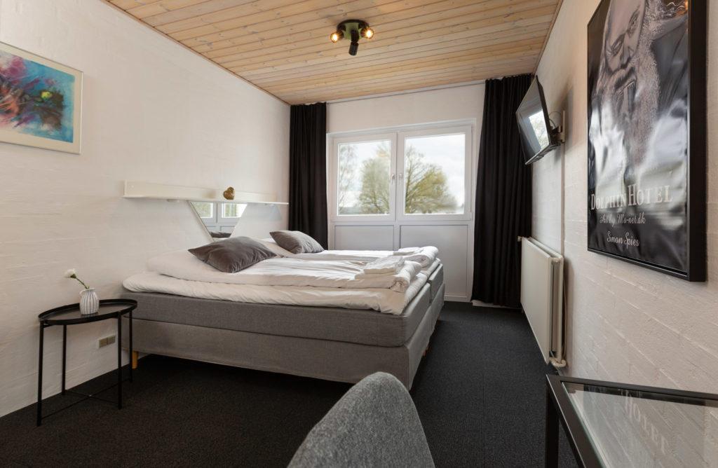 værelser